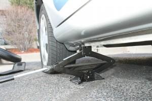 Спукана гума на пътя.